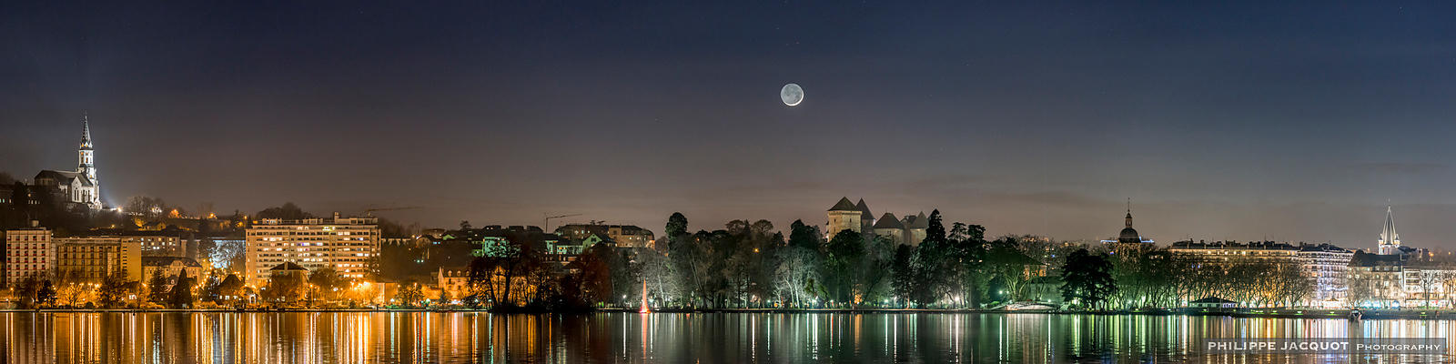 Crescent moon - Annecy