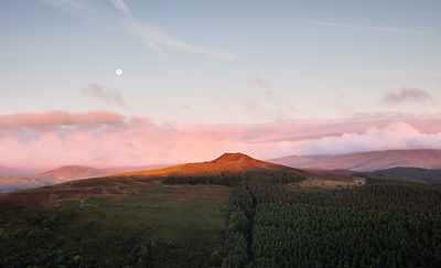Full moon sunrise over Win Hill