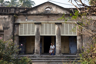 India - Chandannagar - Dilip Kumar Chaterjee, 77 reads the newspaper on the porch of his house that has been in his family fo...