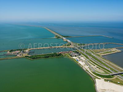 303853 | The Afsluitdijk with the Lorentz locks and the Spuihaven Noord and Zuid looking towards Den Oever.