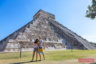 Tourist couplelooking at temple, Chichen Itza, Yucatan, Mexico