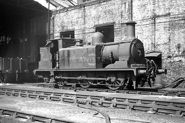 PHOTOS of E1 CLASS 0-6-0T SR STEAM LOCOS