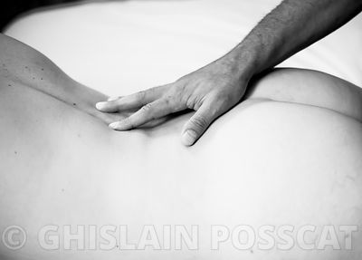 Shooting photo de couple, photo couple nu et erotique, photos couple main noire sur fesses blanches