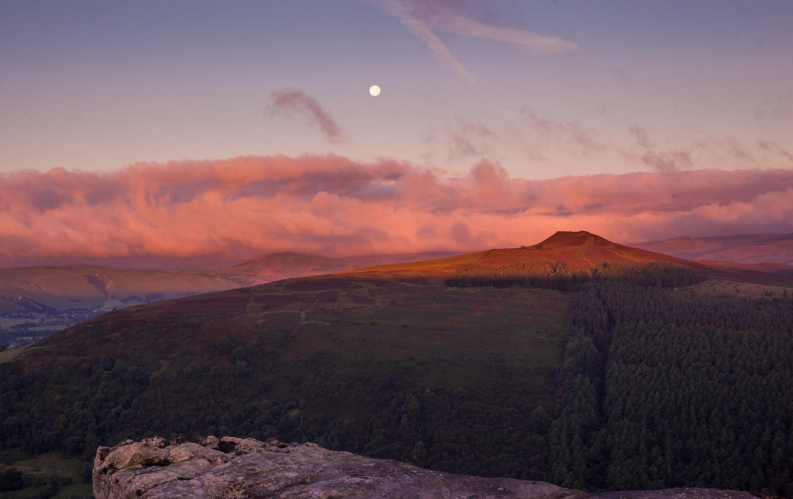Sunrise on Win Hill from Bamford Edge
