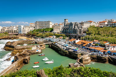 Port et ville de Biarritz, France