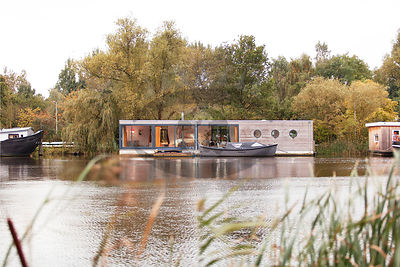 Houseboat Emmy Photos