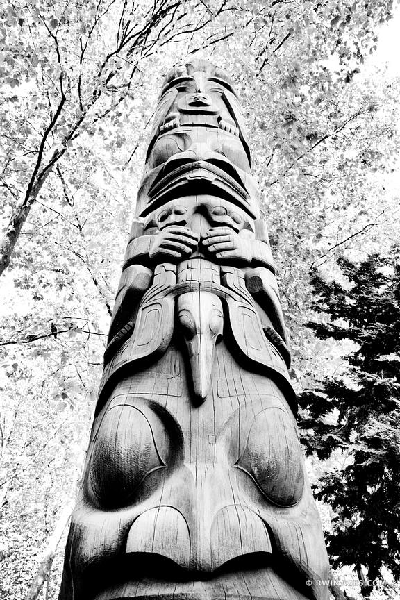TOTEM POLE OCCIDENTAL PARK SEATTLE HISTORIC DISTRICT BLACK AND WHITE