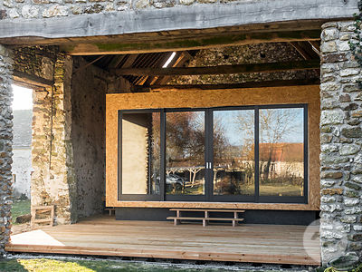 Barn renovation by Delphine Waiss Architecture.