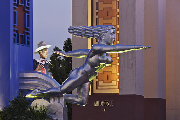 Contralto Sculpture and Big Tex