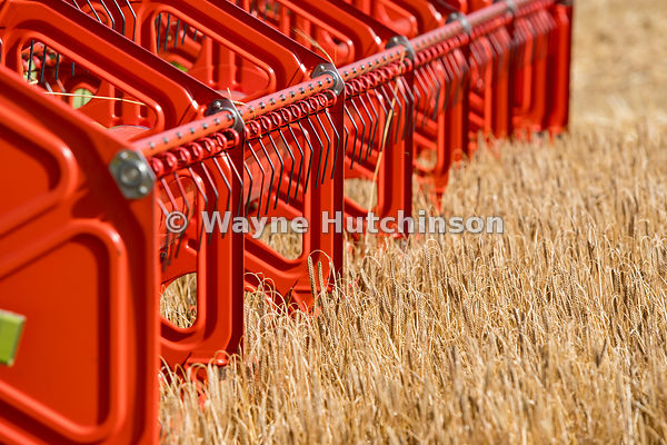 Hutchinson Photography - Farm Images | Close up of a Claas V900 35ft