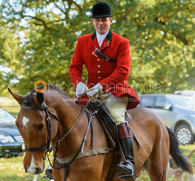 Fitzwilliam Huntsman Simon Hunter - arriving at the meet - Fitzwilliam Opening Meet 2016