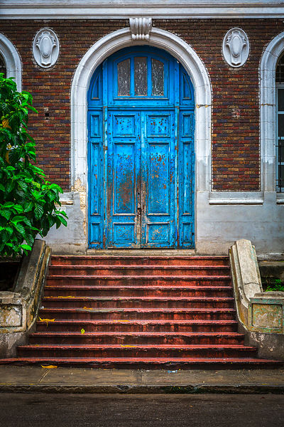 Blue_Door_Havana_(1_of_2