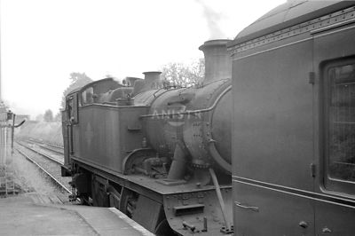 PHOTOS OF WR 5101 and 8100 CLASS 2-6-2T STEAM LOCOS