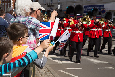 Spectators cheer the Irish Guards Band