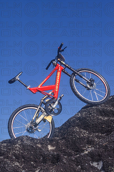 5d2c2d49b00 VOLVO CANNONDALE RIDER MYLES ROCKWELL TEAM DOWNHILL MOUNTAIN BIKE 1995
