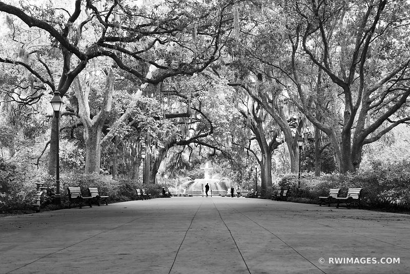 FORSYTH PARK SAVANNAH GEORGIA BLACK AND WHITE