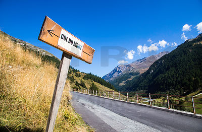 Sign to Col du Mont