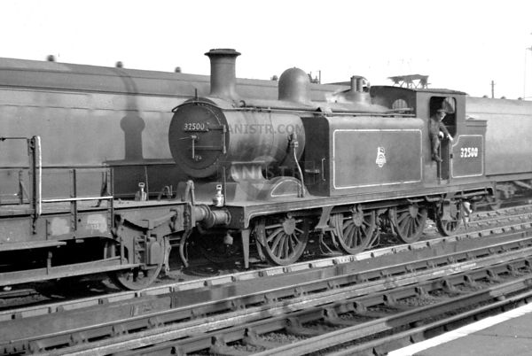 PHOTOS OF E4 CLASS 0-6-2T CLASS SR STEAM LOCOS