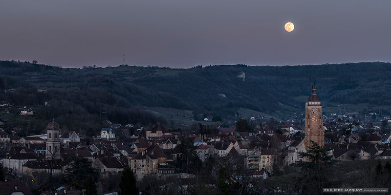 Plain moon of the equinox (panorama) - Arbois