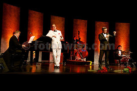 Leo Wundergut and the Jetset-Singers perform at the Rondo in Pontresina