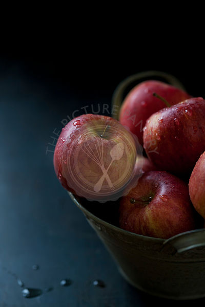 Red apples in a bowl