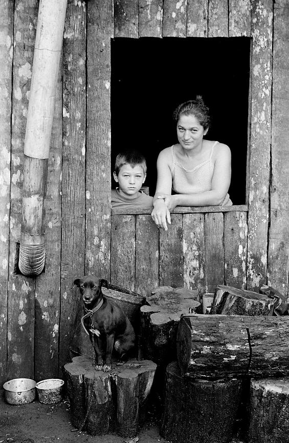 Brazil - Parana - A mother, her son and their dog