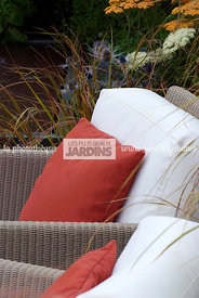 Mobilier de jardin : fauteuil (collection Terra chez The modern garden company), Paysagiste : Catherine MacDonald, HCFS, Angl...
