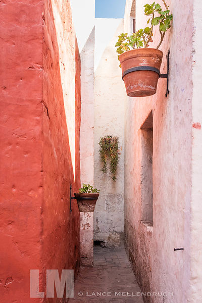 Alcove at Street in the shadows at Monasterio de Santa Catalina