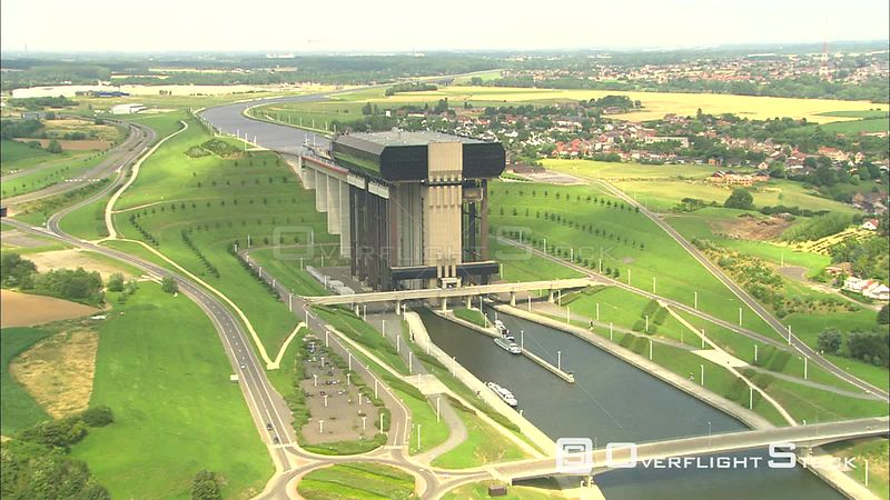 StrepyThieu boat lift on Canal du Centre, Belgium