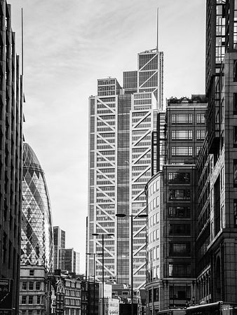 Heron Tower from Bishopsgate black and white version
