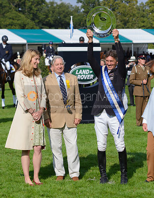 Andrew Nicholson and AVEBURY's owners, Rosemary and Mark Barlow with the Land Rover Perpetual Challenge Trophy - The Prize Gi...