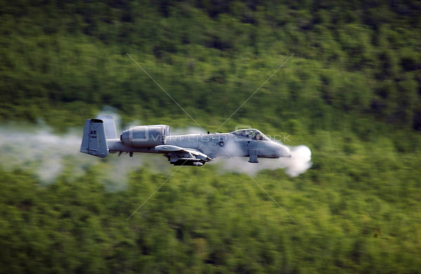 USA Alaska -- 29 May 2007 -- An A/OA-10 Thunderbolt II aircraft from the 355th Fighter Squadron fires a 30mm GAU-8 Avenger