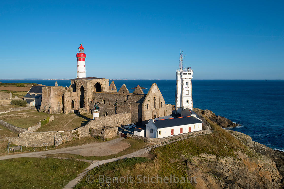 France, Finistère (29), Plougonvelin, pointe de Saint-Mathieu, le phare de Saint-Mathieu, phare classé au titre des monuments...