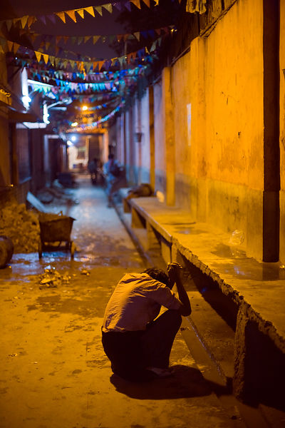 India - Delhi - A distressed man outside the Fatepuri night shelter