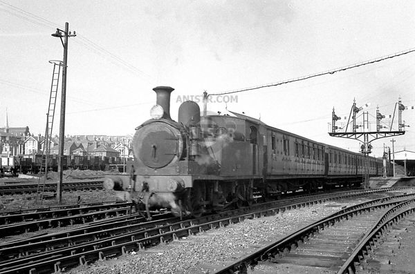 ISLE OF WIGHT O2 CLASS 0-4-4T SR STEAM LOCOS