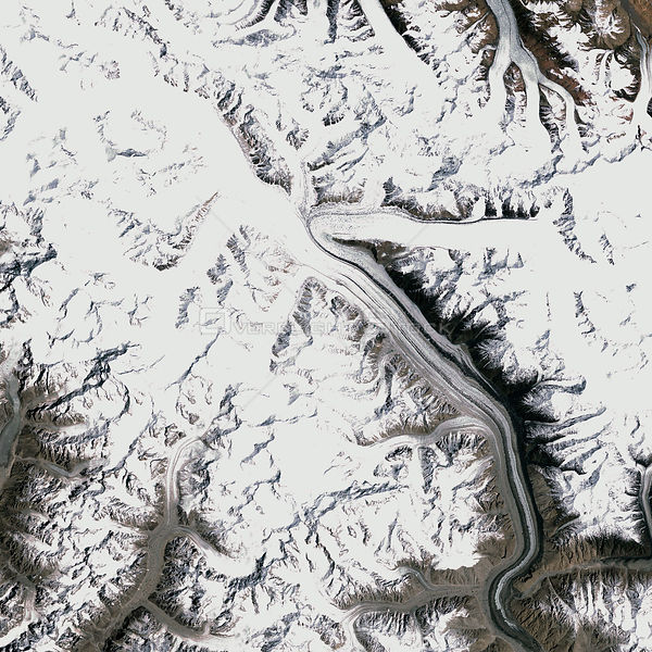 EARTH INDIA / PAKISTAN -- 18 May 2001 -- At an altitude of roughly 5,400 metres (17,700 feet), the Siachen Glacier in Kashmir...