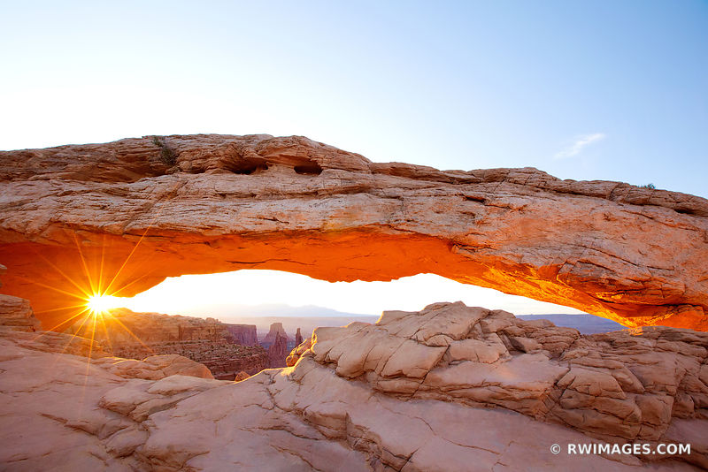 MESA ARCH SUNRISE CANYONLANDS NATIONAL PARK UTAH