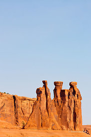 THREE GOSSIPS ARCHES NATIONAL PARK UTAH COLOR VERTICAL