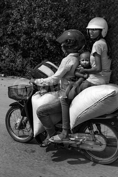 WW_P6363-Cambodia-family-on-motorbike
