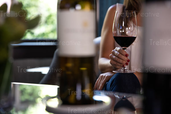 b0d0cb8683c6 Close-up of a woman holding a glass of red wine in her hand while