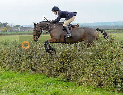 Harriet Rimmer jumping a hedge at Sheepwash