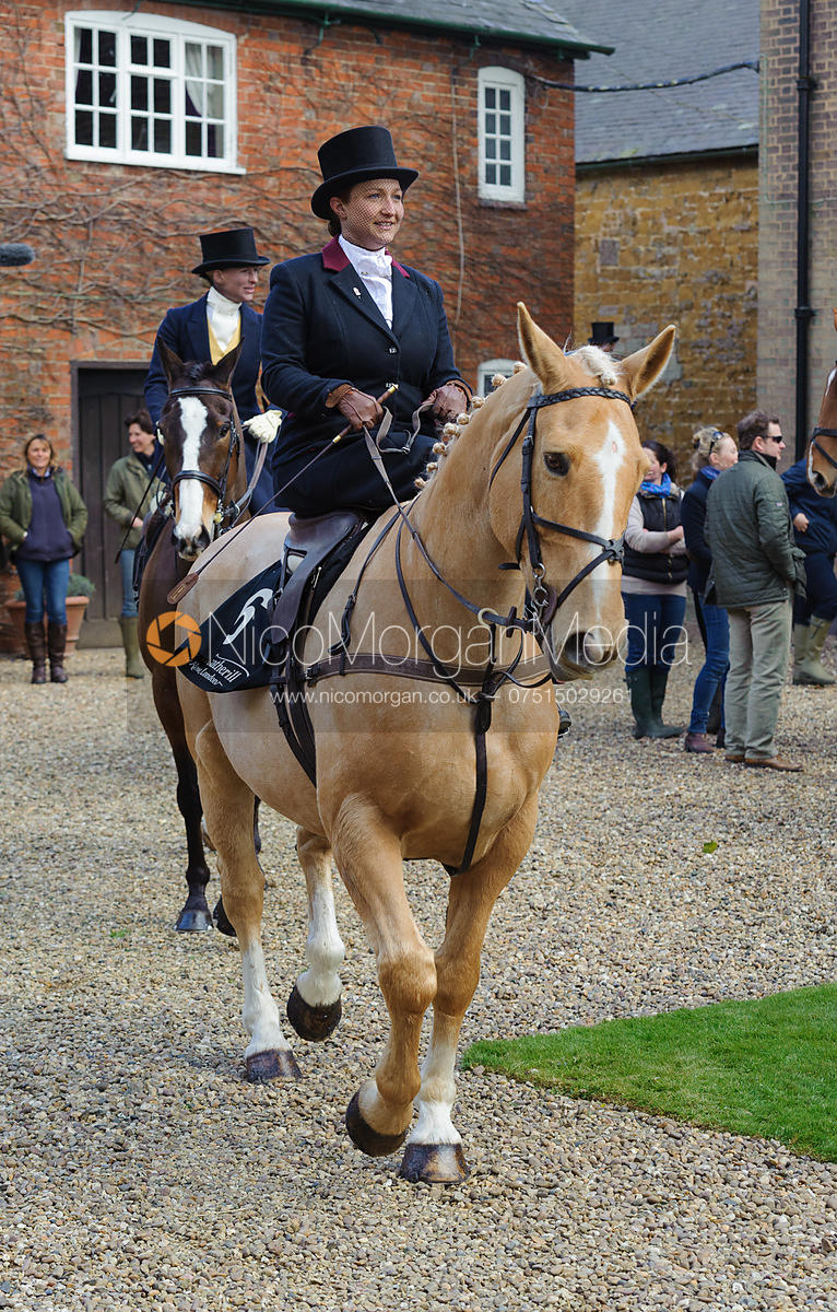 Polly Mallender - Dianas of the Chase - Side Saddle Race 2014.