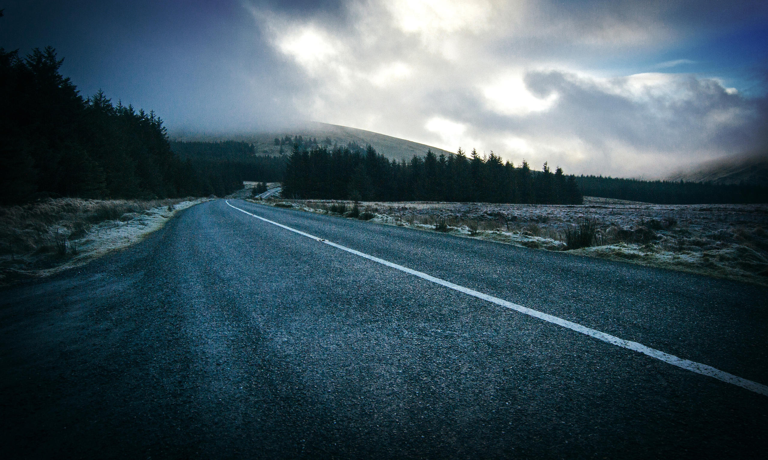 Wicklow_way_foggy_road_17022016