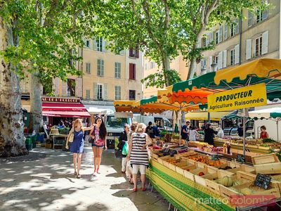 Local farmers market in the old town, Aix en Provence, France