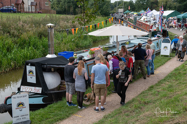 Visitors enjoying the Whitchurch Canal Rally 2018
