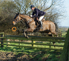 Maz Medcalf jumping a hunt jump on Green Lane