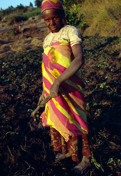 Burundi - Ruyigi - A woman cultivating a field