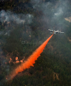USA Colorado Springs -- 28 Jun 2012 -- A US Air Force C-130 Hercules aircraft uses a modular airborne firefighting system (MA...