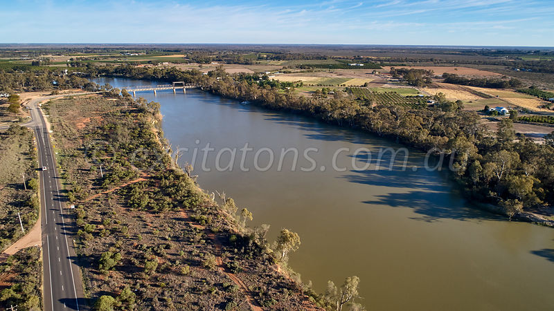 Murray River, Abbotsford Bridge, at Curlwaa, NSW, Australia.