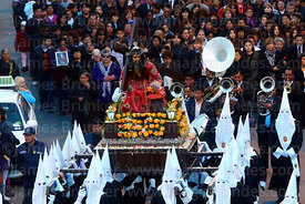 Penitents carrying statue of Señor de las Caidas / The Fallen Christ during Good Friday procession, La Paz, Bolivia